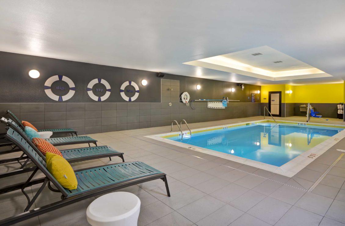 Tru Hotel pool